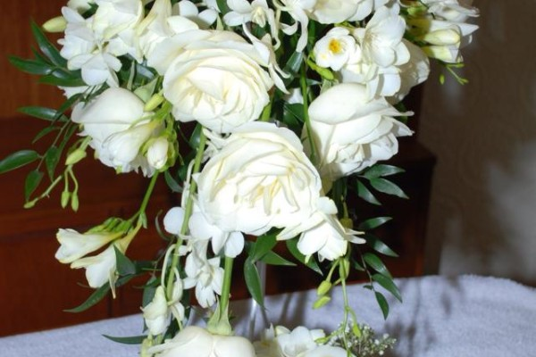 Trailing bride bouquet